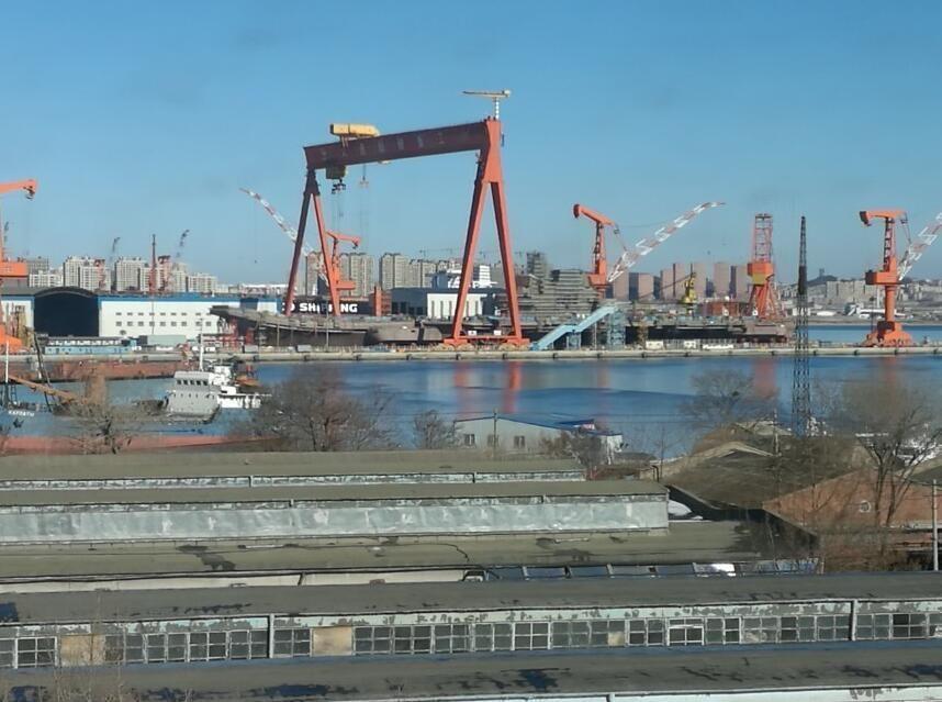 外媒紧盯中国国产新航母 中美俄启动军备竞赛?