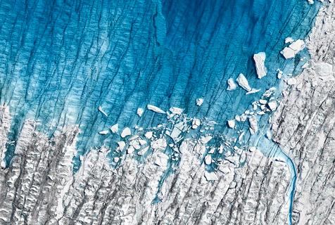 摄影师捕捉北极冰层消融景观揭示灾祸