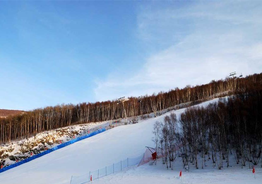 多?#32622;?#22320;滑雪场