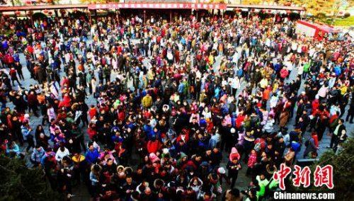数说鸡年春节:3亿多人旅游 零售和餐饮花费8400亿元