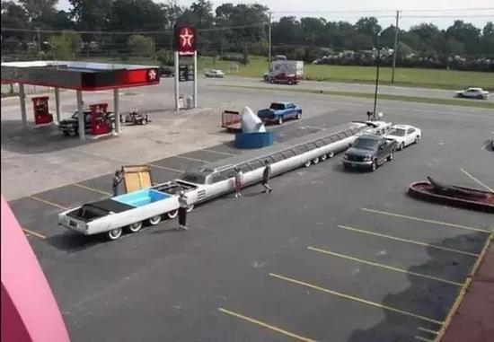 一辆 30 米长的豪华礼宾车里面装有什么东西