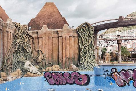 西班牙豪华水上乐园遭废弃破败如鬼城