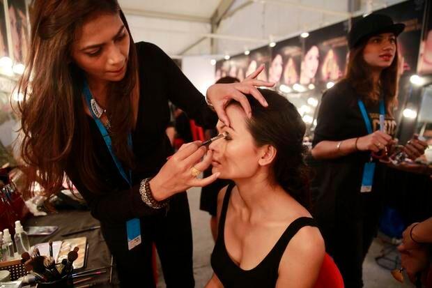 尼泊尔变性模特登上大型秀场 美媒讲述其背后故事