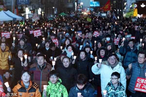 韩国民众再次举办烛光集会 敦促朴槿惠下台