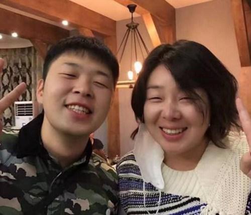 还有赵丽颖的弟弟,浓眉大眼,高鼻梁,网友们纷纷表示,这样的帅气程度图片