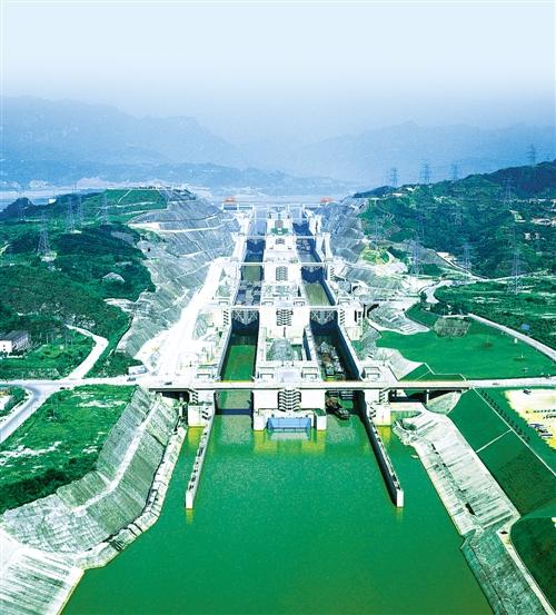 高峡平湖舞蛟龙—三峡工程巨大综合效益综述
