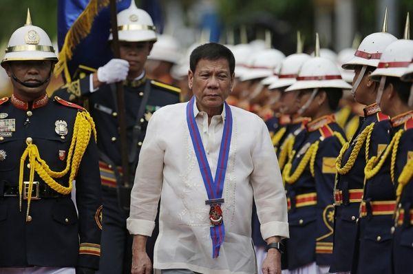 菲总统宣布终止与菲共和谈 令军队做斗争准备