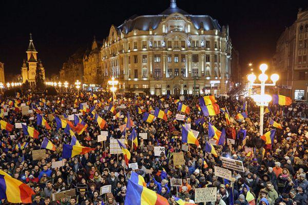 罗马尼亚爆发东欧剧变后最大游行 示威人数达20万