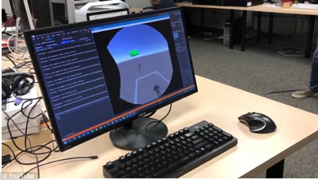 """黑客结合HTC Vive和HoloLens头盔创造""""混合现实"""""""