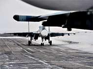 俄航母舰载机返回陆地机场