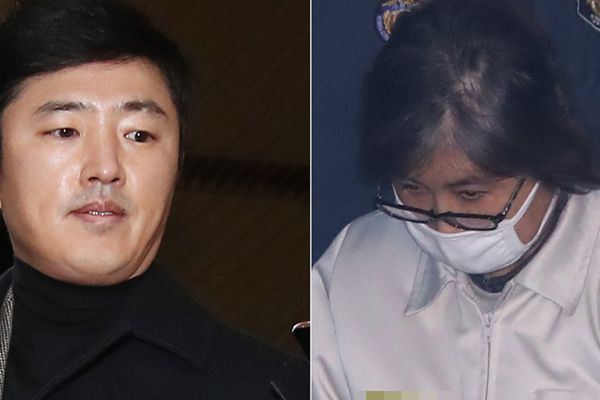 """崔顺实与""""神秘小白脸""""高永泰首次在法庭上相遇"""