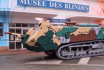 一百年前的古董坦克还能开动