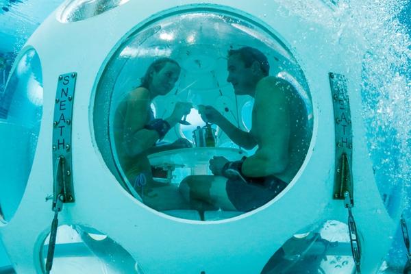 潜水去用餐!比利时全球最深泳池推出水下餐厅