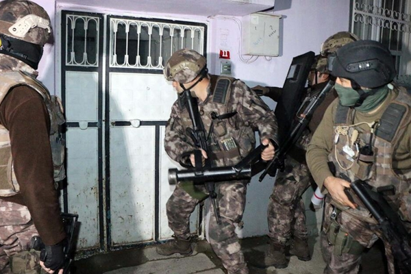 """土耳其展开""""伊斯兰国""""清剿行动 数百人被捕"""