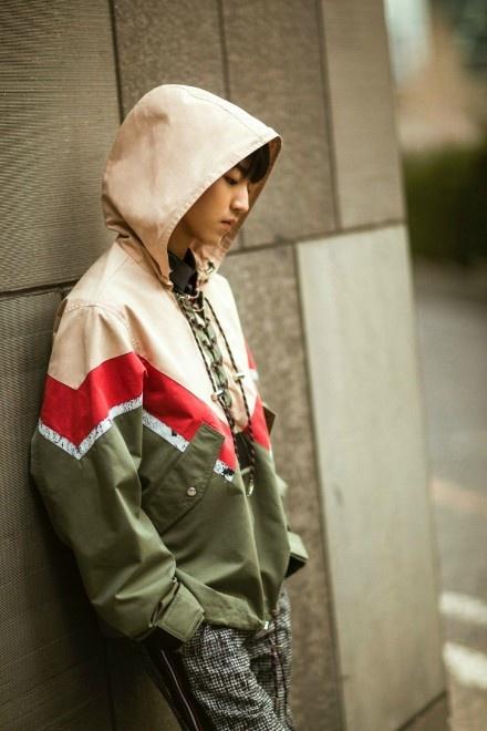 #王俊凯Dior街拍# 帅呆了Word凯[心][心]@TFBOYS-王俊凯 憋问我喜欢哪一套,哪一套
