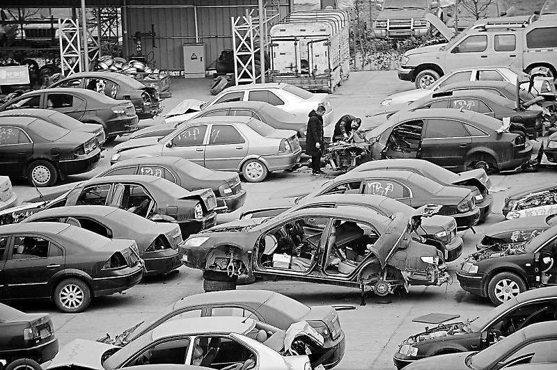 记者探访成都报废汽车回收拆解全流程—— 小轿车,面包车,公交车,大