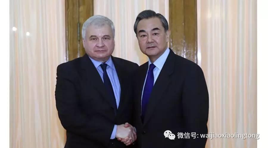 外交部长王毅赴俄罗斯驻华使馆做客
