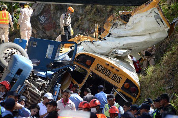 洪都拉斯校车货车相撞 致至少12人死亡35人受伤