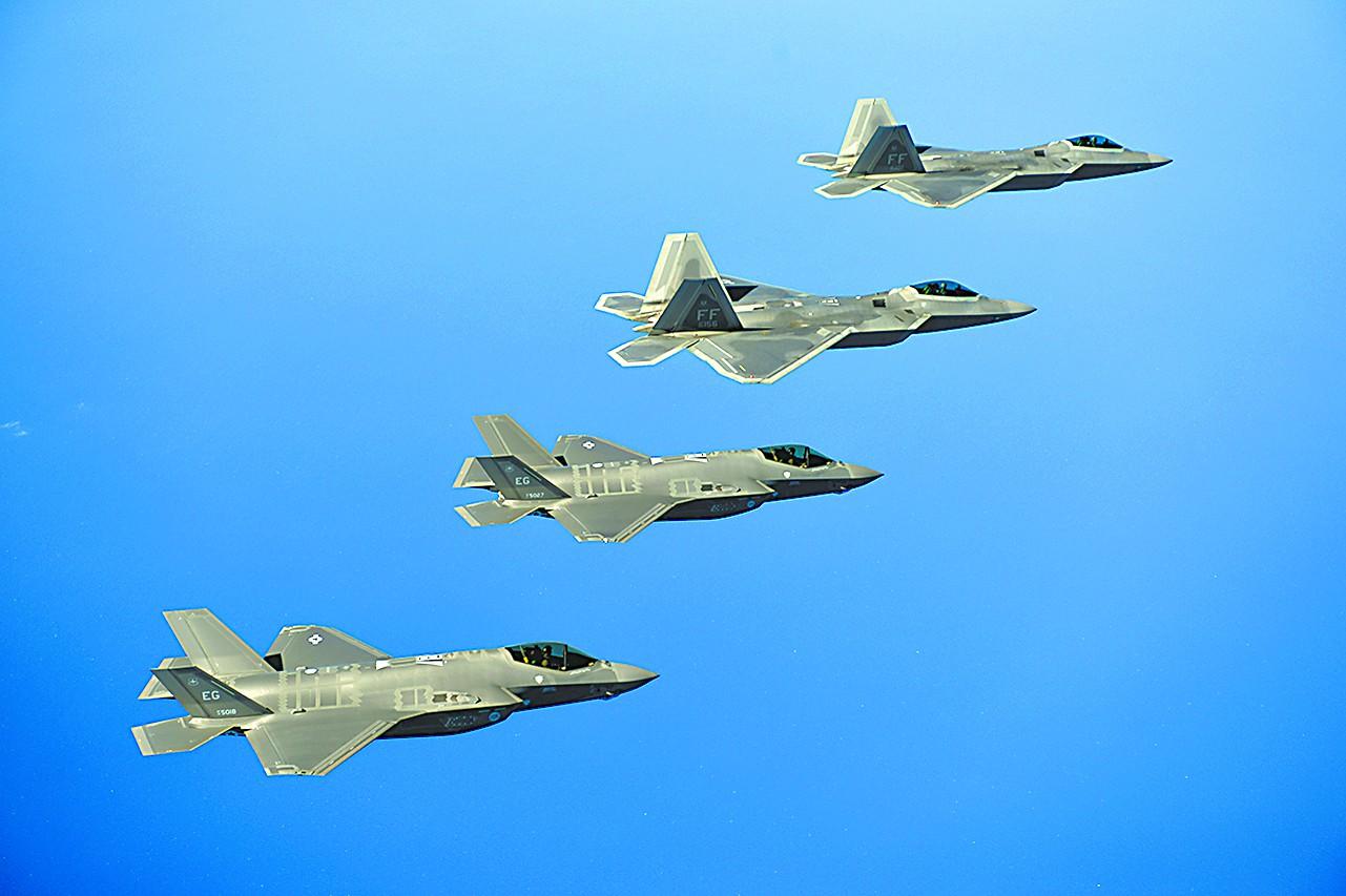 美军F-35红旗军演屠杀3代机 惊人战绩遭质疑