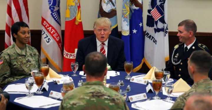 特朗普高调访中央司令部 保证全面支持军人