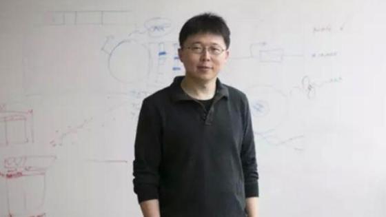 美媒:年轻华人获终身教授 破钱学森纪录!