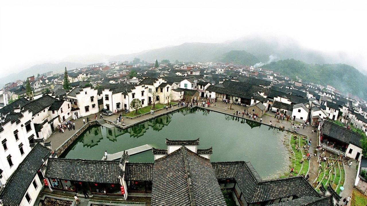 感受江南古韵,到富阳的龙门古镇或是桐庐的深澳古村看看建筑群都是
