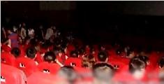 女子看电影开闪光拍照 出影院后被打得鼻青脸肿