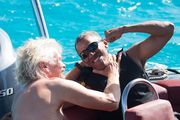 奥巴马和富豪朋友一起风筝冲浪