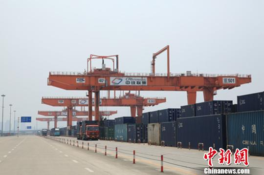"""重庆围绕国家战略做大""""枢纽经济"""""""