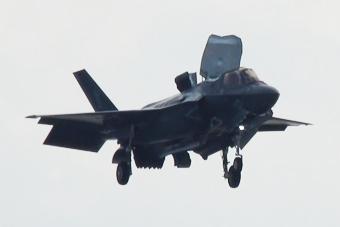 美军F-35刚到日本就忙着训练