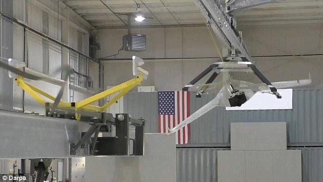 美军开发新系统:军用无人机舰艇降落无需跑道