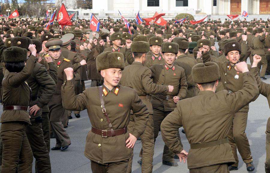 朝鲜举办盛大舞会庆祝人民军正规化69周年(组图)_国际新闻_环球网
