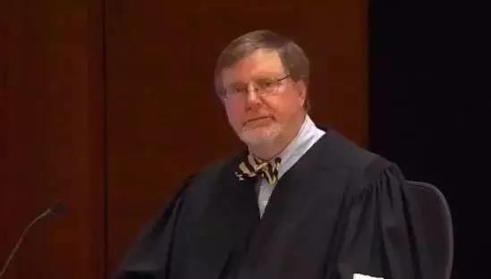 """美国""""小""""法官竟叫停了总统令!和""""横冲直撞""""的特朗普怼上的""""硬茬""""是何方神圣?"""