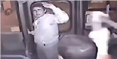 男子上车抢劫欲逃跑 公交司机秒关门瓮中捉鳖