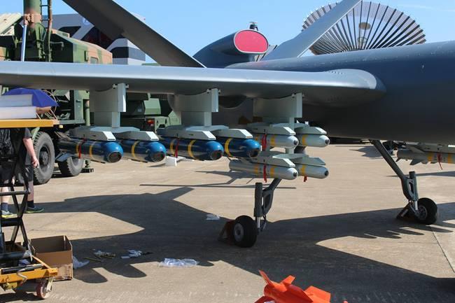 反恐利器!中国出口AR2导弹搭配彩虹无人机作战