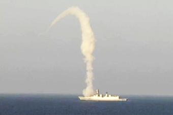 印度版神盾舰发射布拉莫斯导弹