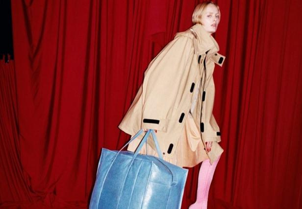 春运行李袋和大垫肩 这一季的巴黎世家 (Balenciaga) 能卖吗?
