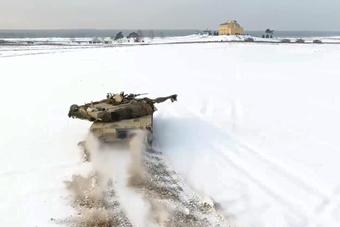 美军坦克在俄罗斯家门口玩得欢