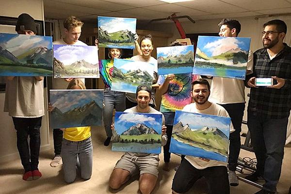 美大学生以画家偶像为主题举办生日派对向其致敬