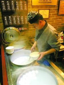 """外来学徒传承""""七宝汤团"""" 在上海拥有十多家分店"""