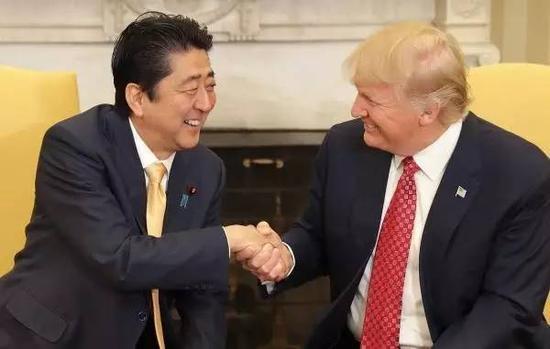 特朗普当着安倍面说:美中友好对日本有好处