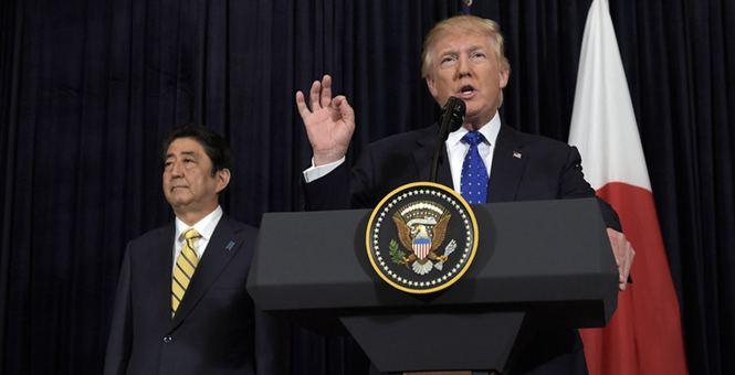 特朗普与安倍召开紧急记者会回应朝鲜发射导弹