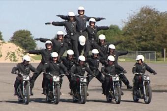 这国军队才是摩托车杂技祖师爷