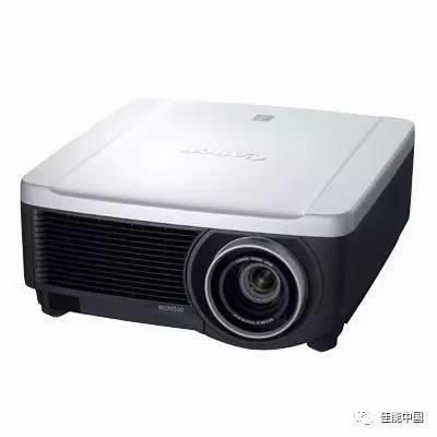佳能发布6500流明LCOS工程投影机新品WUX6500 以及LX-IL08WZ广角变焦投影镜头