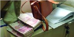 男子偷包内有3.6万元 心虚伪装见义勇为还包
