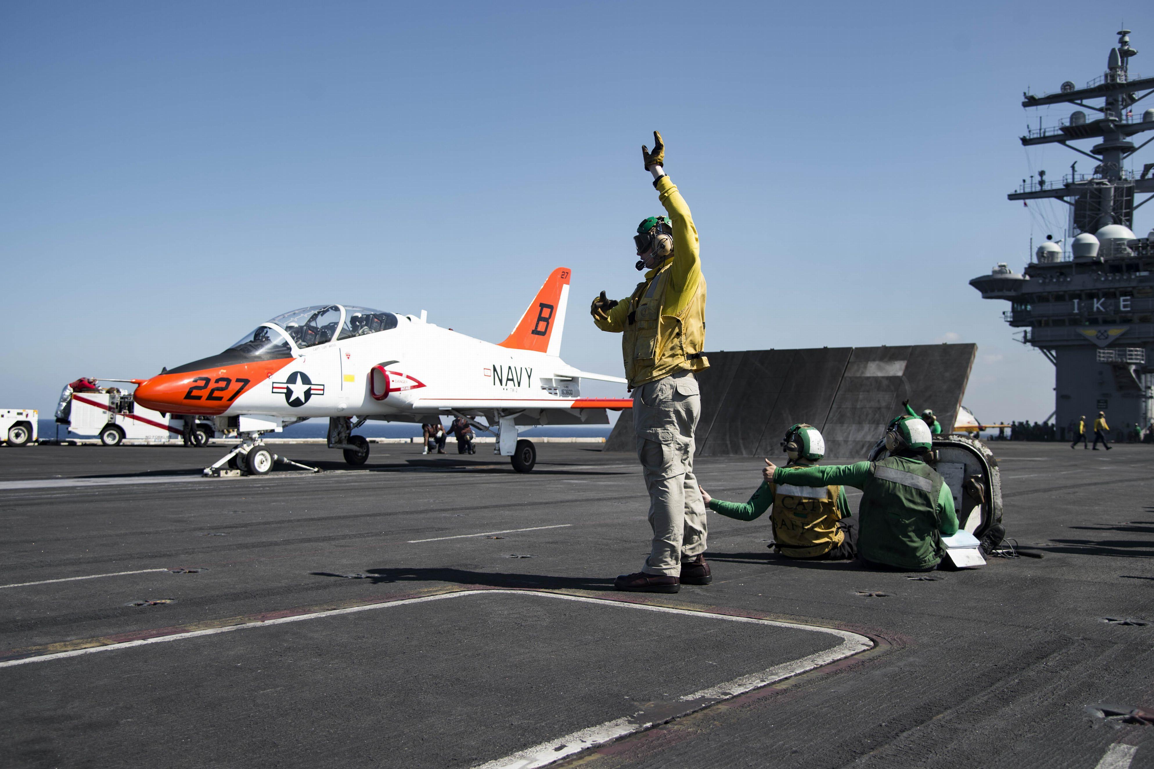 美军核航母编队已到关岛 酝酿加大南海巡航力度