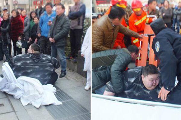 440斤重男子摔倒 20人努力2小时没扶起