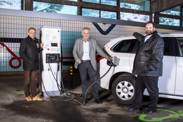 瑞士首座高山电动车充电站启动 海拔近2000米