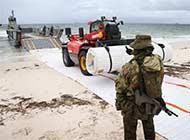 澳军登陆演习上岸前先铺地毯
