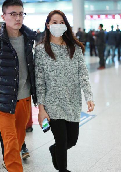 伊能静口罩遮素颜现身机场 衣着朴素似路人